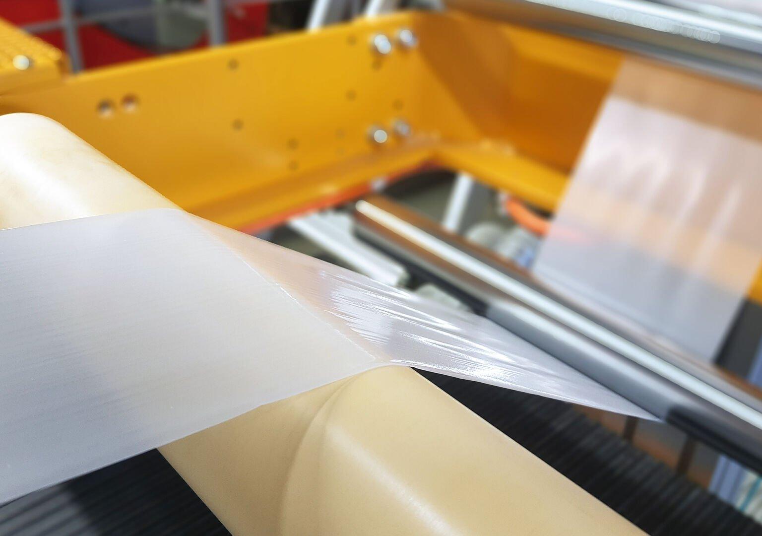 Herstellung einer biofunktionalisierten Folie im Verarbeitungstechnikum. © Fraunhofer IAP